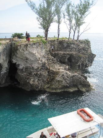 Tryall Club: Cliff divers in Negril