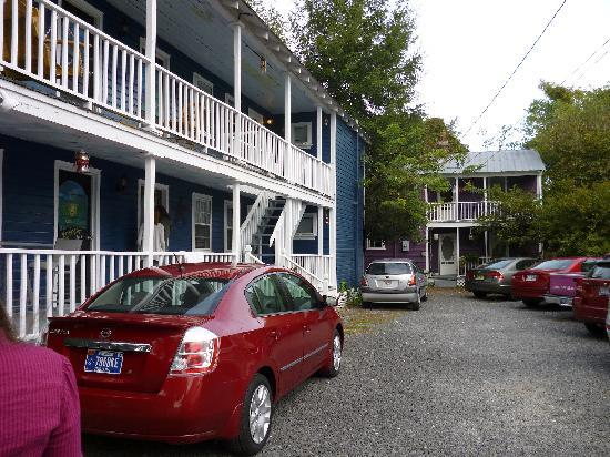 Charleston's NotSo Hostel: The building we stayed at