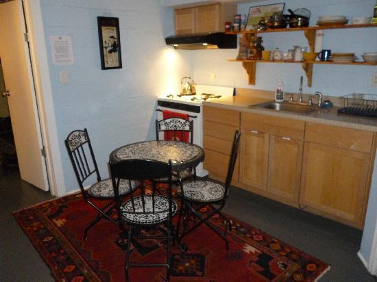 Charleston's NotSo Hostel: The common kitchen (shared with two other rooms)