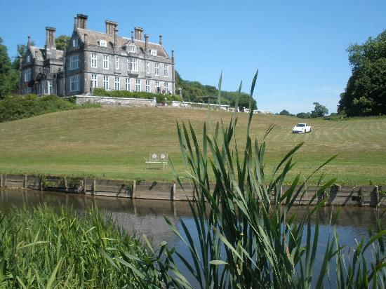 Kitley House Hotel: Hotel from the island.