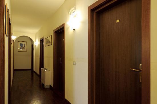 Aramis Rooms: Il corridoio visto dall'altro punto di vista