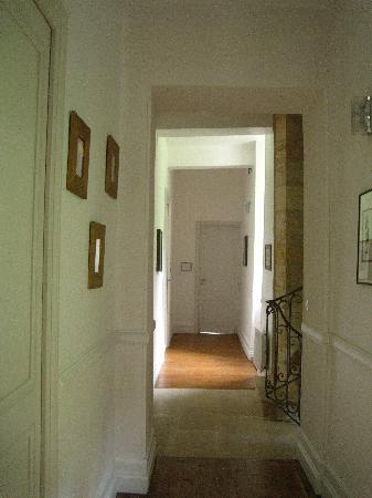 Chateau de Courtebotte: Hallway with guest rooms
