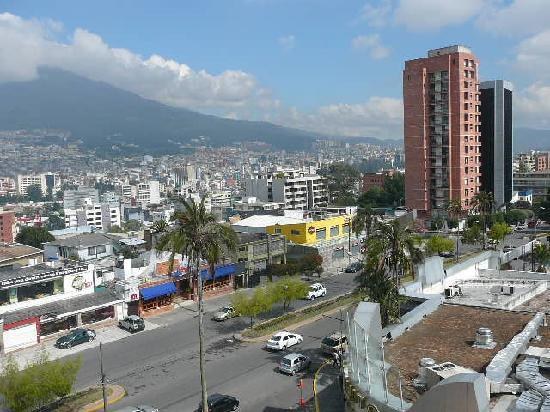 Hotel Quito: view from  7th floor restaurant (notice yellow HD store below)