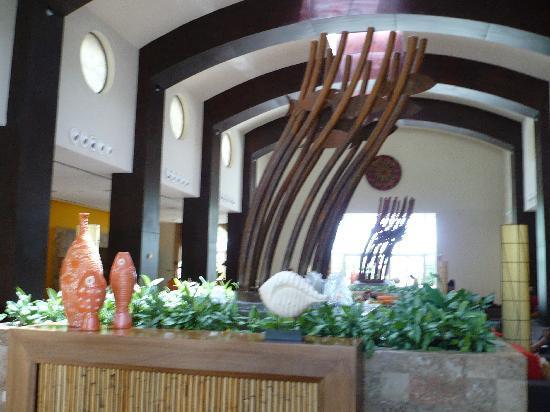 Now Larimar Punta Cana: lobby