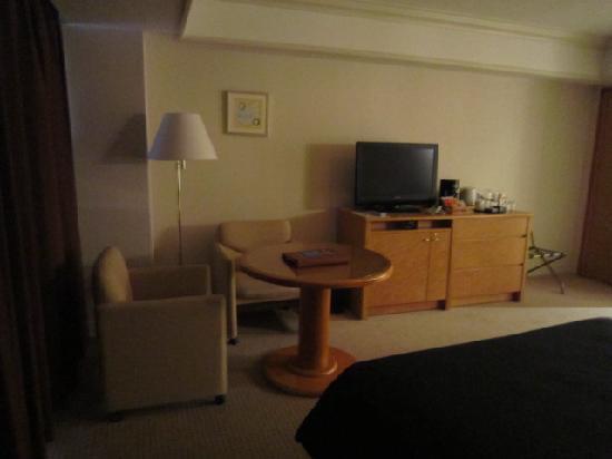 โรงแรมเชอราตันแกรนด์ โตเกียวเบย์: TVやソファ