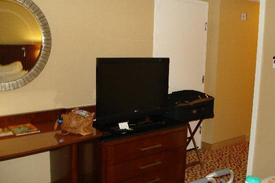 Bethesda North Marriott Hotel & Conference Center: Nice size TV