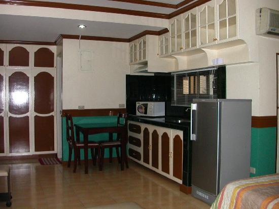 Natalia Hotel : 流し台や冷蔵庫
