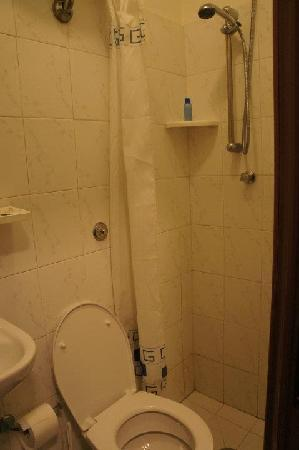 Hotel Birillo: bathroom