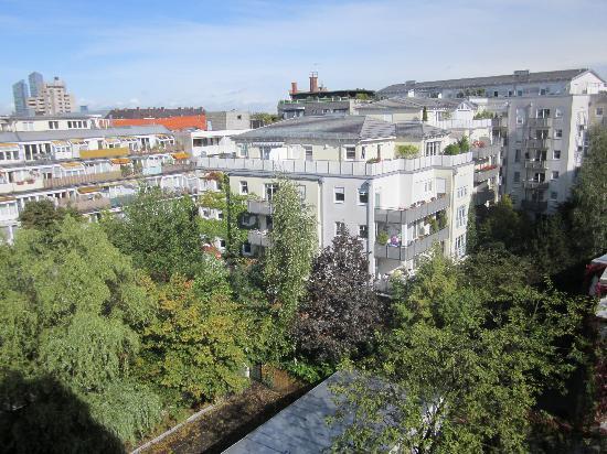 Mercure Hotel Muenchen Schwabing: Garden side view