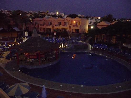 Turbo Club: Pool in the evening
