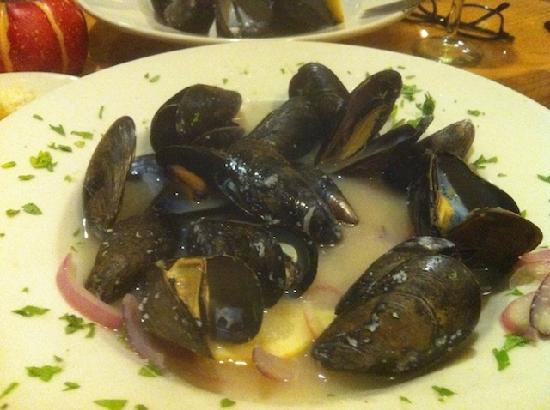 Lucas On 9: Mussels in a wine sauce