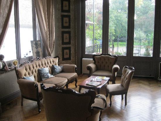 Au Paravent : The guest lounge area