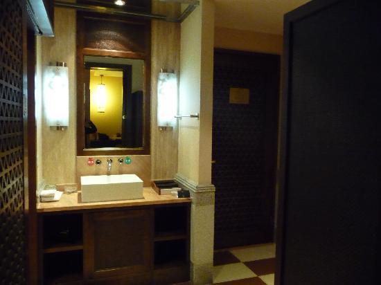Upper Zen Hotel: coin toilette séparé de la douche et des WC