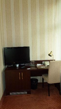 Monika Centrum Hotel: Blick auf die Schreibtischecke