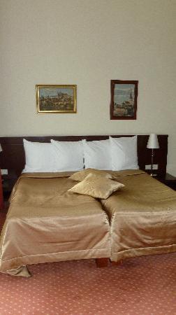 Monika Centrum Hotel: schönes großes Bett