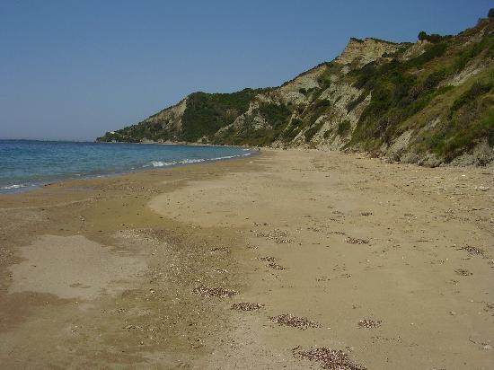 Secret beach - right - na slici je The Rose Tree, Kavos ...