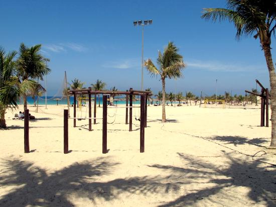 Al Mamzar Beach Park: attrezzature sportive sulla spiaggia