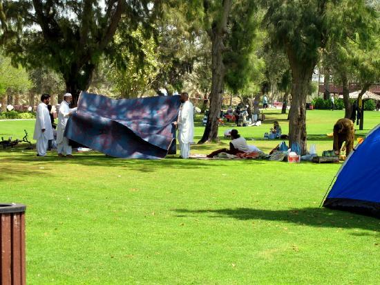Al Mamzar Beach Park: lavoratori immigrati preparano il loro pic-nic