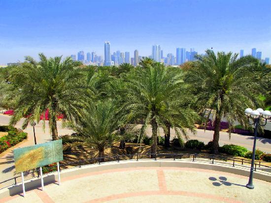 Al Mamzar Beach Park: veduta verso Sharjah