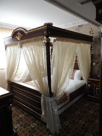 Marmaray Hotel: Eines der zwei Schlafzimmer in der Suite