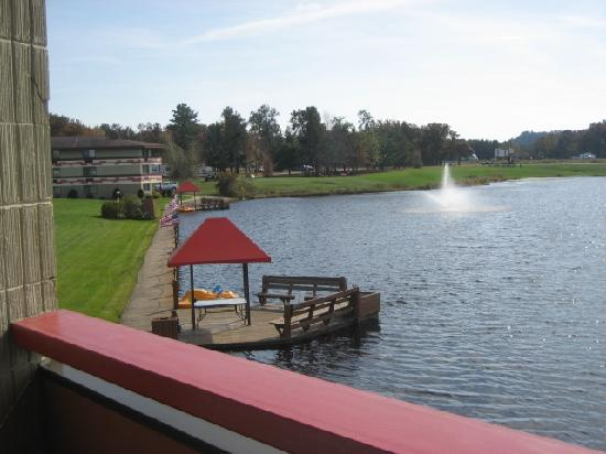 BEST WESTERN Arrowhead Lodge & Suites: Outdoor terrace view