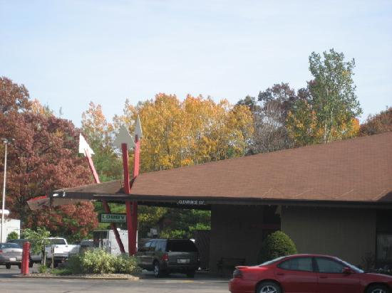 Best Western Arrowhead Lodge & Suites: Front of hotel