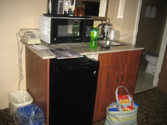 Best Western Arrowhead Lodge & Suites: kitchenette area