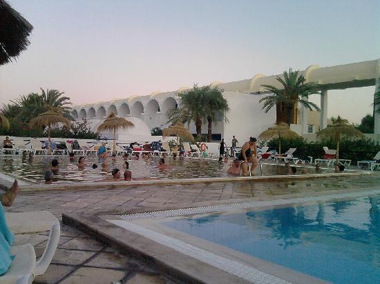 Une des piscine du complexe photo de club marmara zahra for Club de piscine