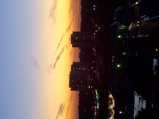 ذا ويستن برينس تورونتو: The setting sun from a corner room