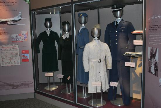พิพิธภัณฑ์อากาศและอวกาศแห่งชาติ: uniforms