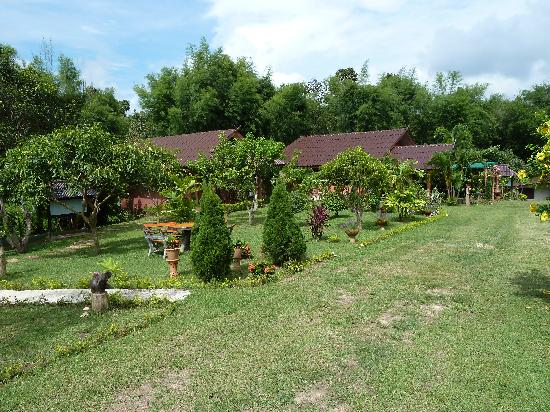 Ban Rai Tin Thai Ngarm Eco Lodge: The grounds