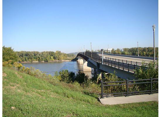 เฮอร์แมนน์, มิสซูรี่: Bridge on Hwy 19 coming over the Missouri River into Hermann