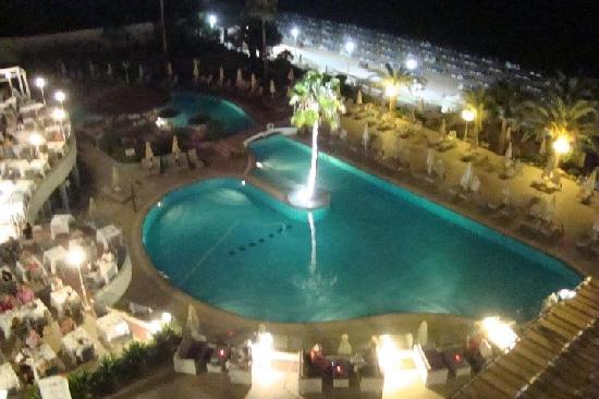 Sunrise Beach Hotel: Overlooking pool from restaurant in evening