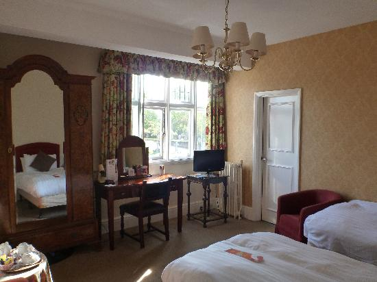 The Crown Manor House Hotel: Room 203