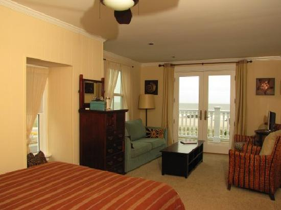 931 Beach Guest House: The Atlantic (3.2) with its spectacular view of the Atlantic. Suite with two Queen Bed
