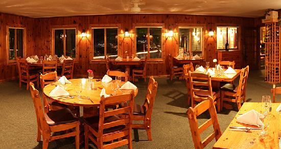 Lost Lake Lodge: Knotty Pine Dining Area