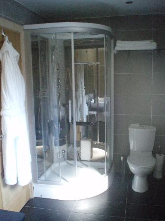 Tranquility at Labbay: Crosthwaite Suite Bathroom