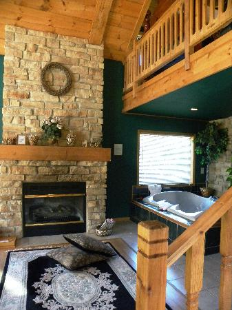 Percheron Paradise Romantic Hideaway: fireplace & whirpool