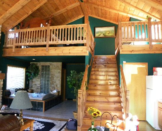 Percheron Paradise Romantic Hideaway: view of loft