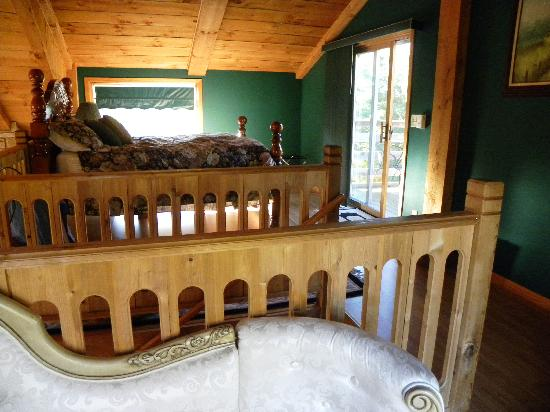 Percheron Paradise Romantic Hideaway: loft area