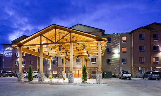 Minot, ND: Souris Valley Suites, Exterior