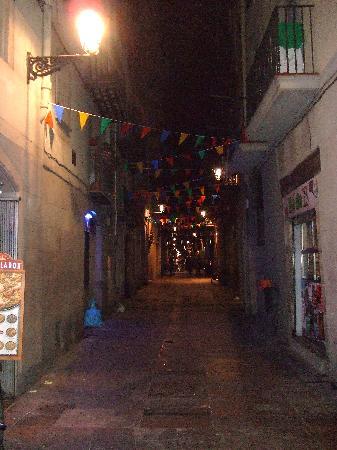 Dusk : Restaurant's Street