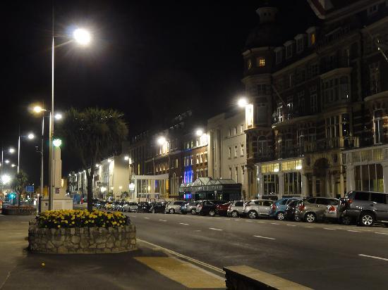 Bay Royal Weymouth Hotel : Hotel at night