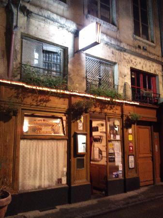 Au Petit Bouchon Chez Georges : Outside of restaurant