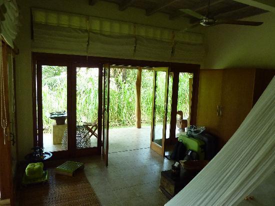 Segara Villas: chambre