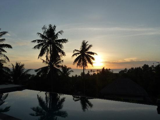 Segara Villas: coucher de soleil depuis la piscine