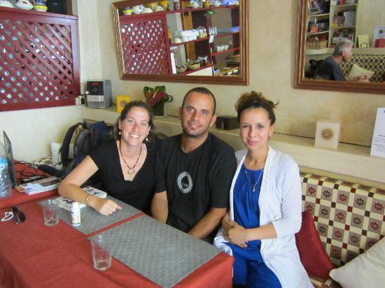 RESTAURANT LA DECOUVERTE : Nous sommes une serveuse préférée naima