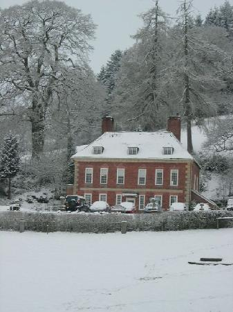 Plas Uchaf Country Guest House: Plas Uchaf in snow on our wedding day