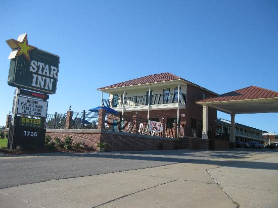 Star Inn - Biloxi: Front of motel
