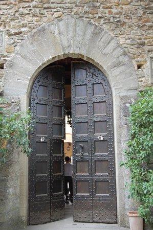 Tenuta del Palagio: entrance to courtyard
